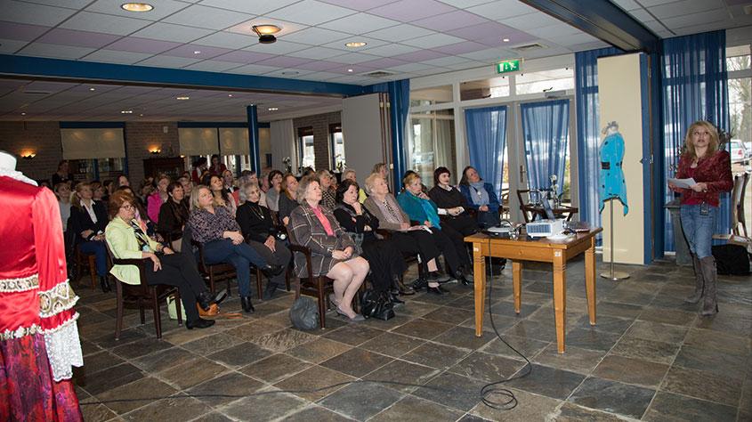 Presentaties, Lezingen - Historische Perzische Kleding Ontwerp - Internationale Vrouwenclub 2017